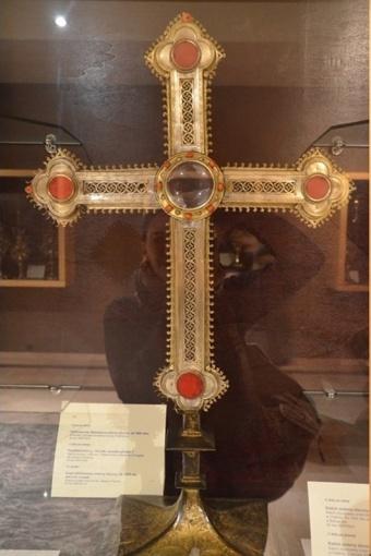 Krzyż relikwiarzowy z kościoła św. Jakuba w Toruniu.