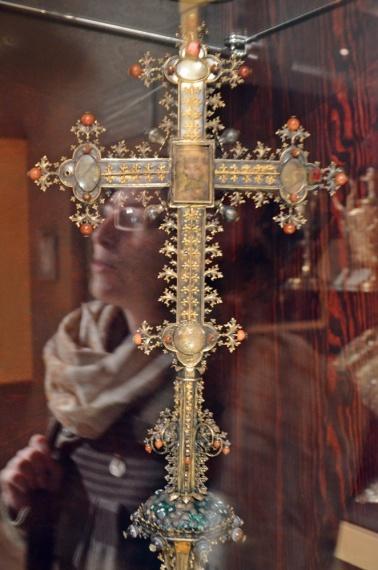 Krzyż krelikwiarzowyz  kościoła św. JAna Chrzciciela w Chojnicach, 2 ćw. XV w.
